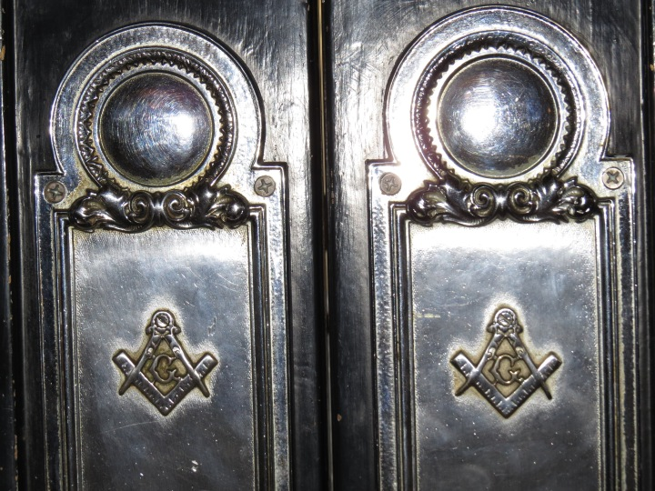 Freemason engravings on door leading in and out of the main lobby